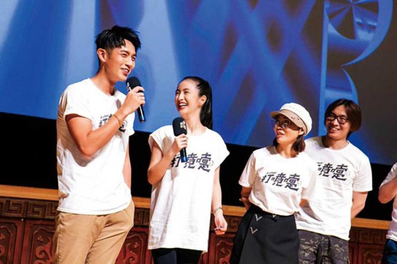 柯孟融是台灣新銳導演,執導過柯震東和林依晨主演的《打噴嚏》等多部電影。左起:柯震東、林依晨、柴智屏(圖/台北電影節提供)