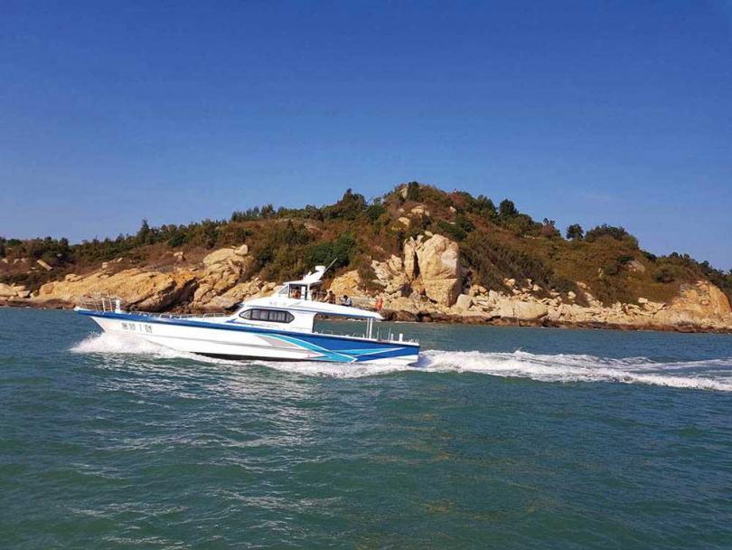 推出船遊七島的「萬順一號」是目前速度最快的小艇。(圖/鄉村旅行社提供)