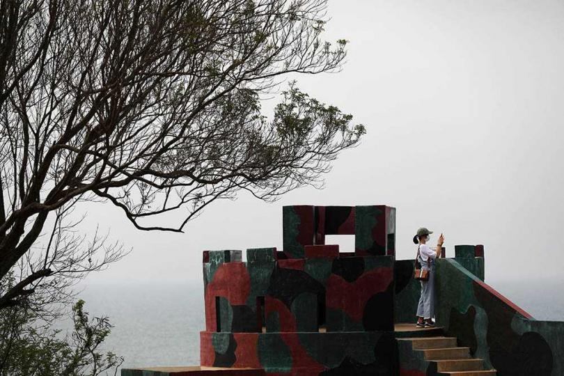 距離南山頭海岸最近的四營區,是烈嶼最南端的海岸軍事據點。(圖/于魯光攝)