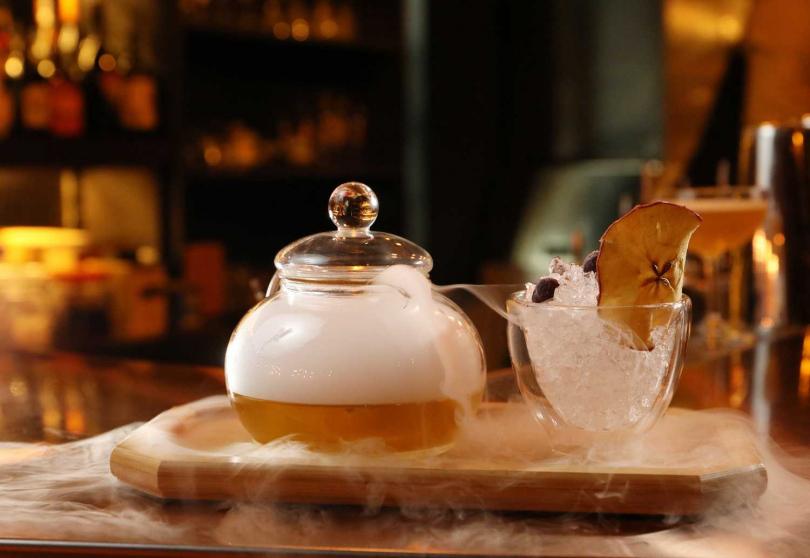 「小木偶的烏龍世界」結合茶與調酒,喝起來清新爽口(420元) 。(圖/于魯光攝)