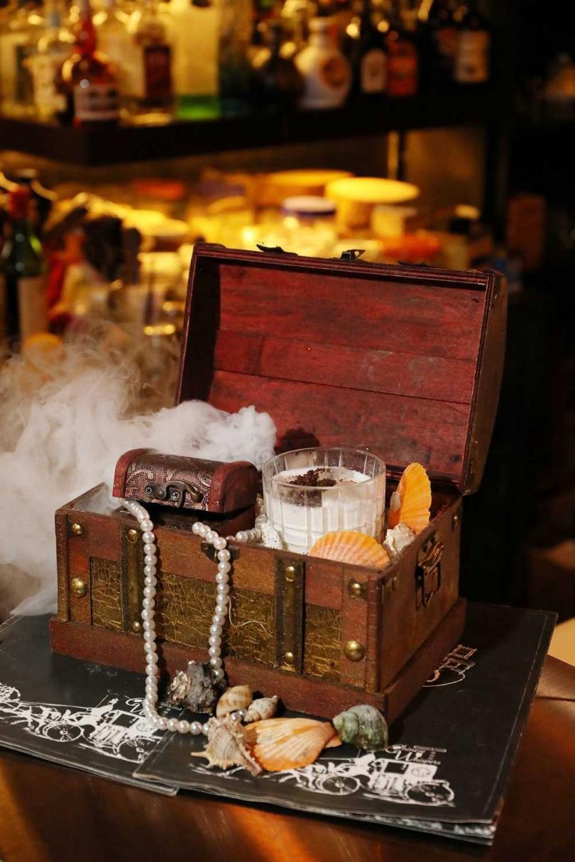 充滿童話情調的「小美人魚的貝殼寶藏」,是IG上的熱門酒款(450元)。(圖/于魯光攝)