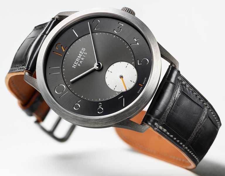 HERMÈS「Slim d'Hermès系列」鈦金屬腕錶╱鈦金屬錶殼,霧面石墨色短吻鱷魚皮錶帶,39.5mm╱244,700元。(圖╱HERMÈS提供)