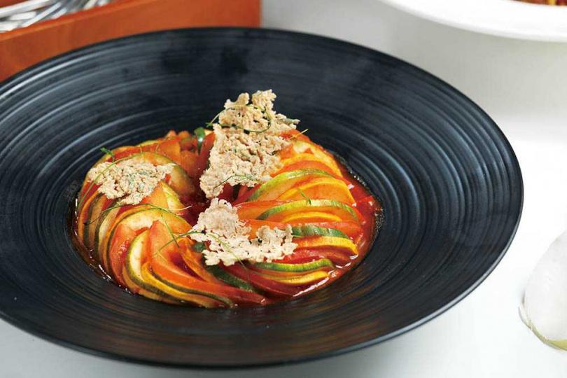 「法式雜菜煲」是法國普羅旺斯名菜,口感清新、軟潤又多汁。(220元)(圖/于魯光攝)