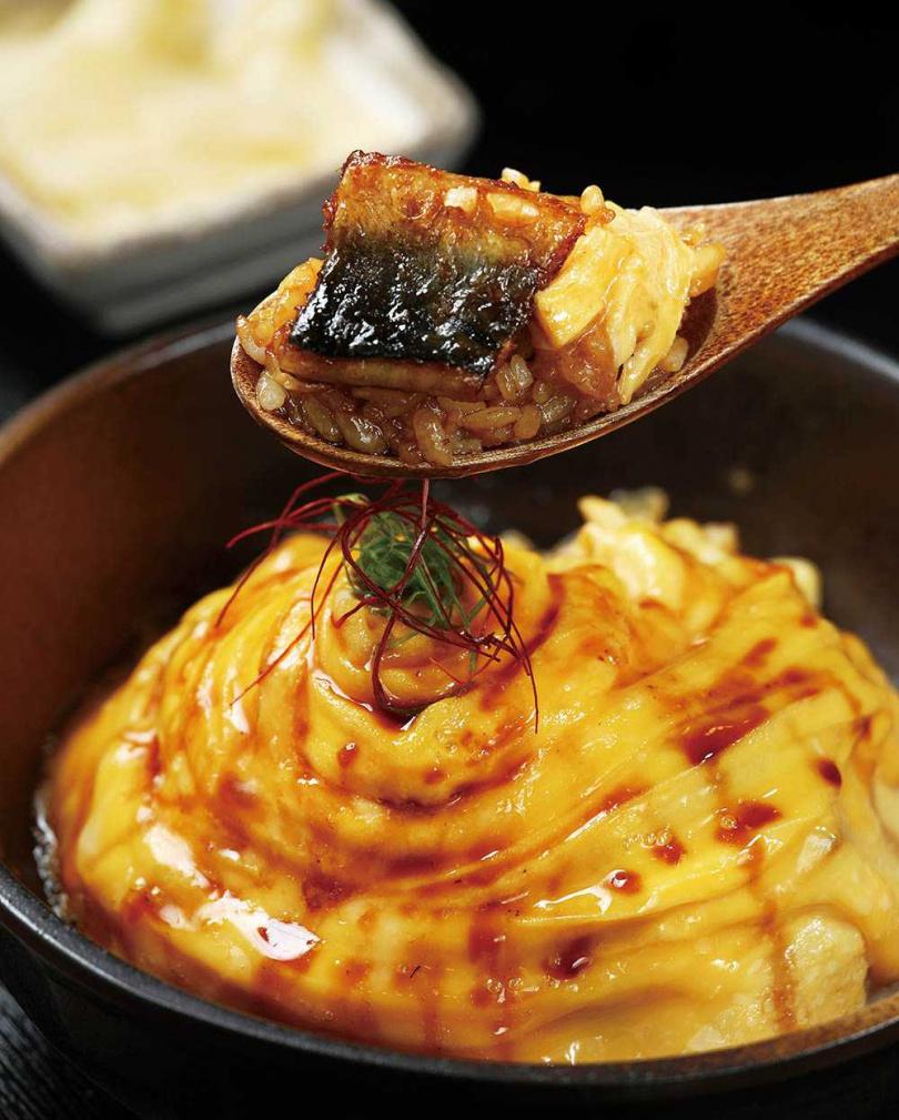 「鰻魚圓舞曲」以鮮嫩的滑蛋包裹炭香鰻魚,滑順口感充滿驚喜。(395元)(圖/于魯光攝)