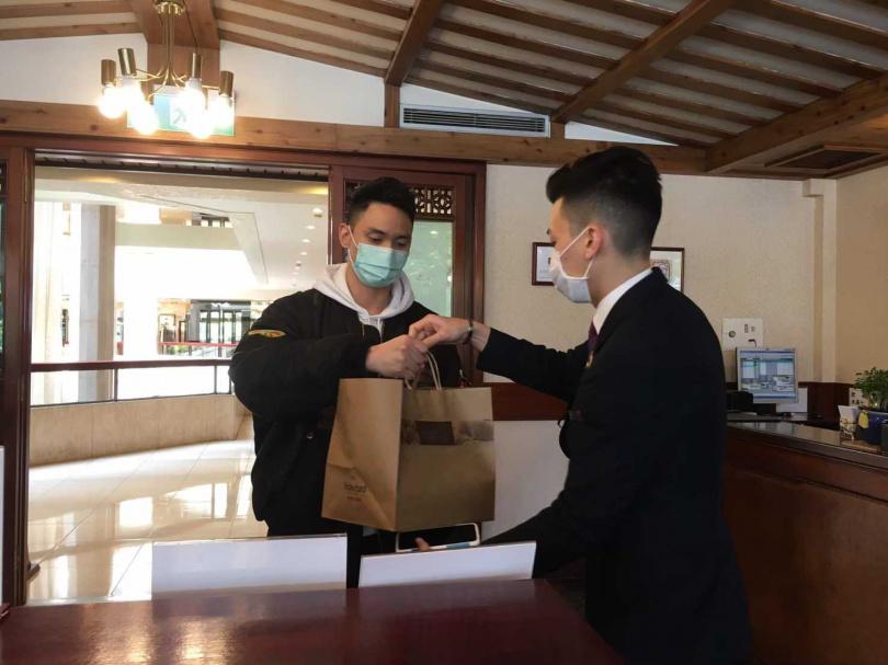 館內餐廳珍珠坊,推出「港點帶著走 通通只要99元」活動,幫民眾省荷包!