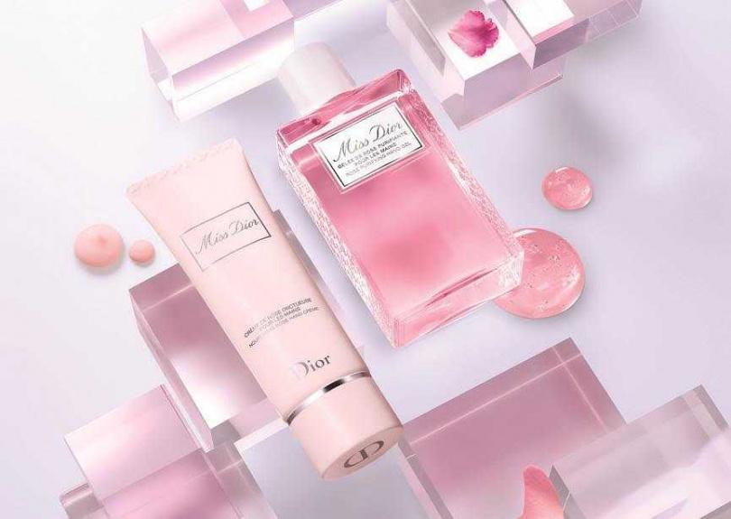 推薦可搭配「Miss Dior玫瑰護手霜」一起使用,為手部肌膚帶來1+1的潔膚滋養呵護。(圖/品牌提供)