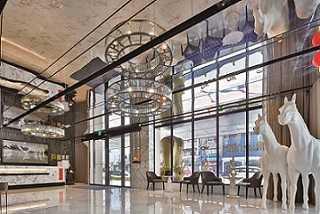 高雄愛河旁充滿藝術氣息的WO HOTEL 窩飯店。(圖/KLOOK提供)