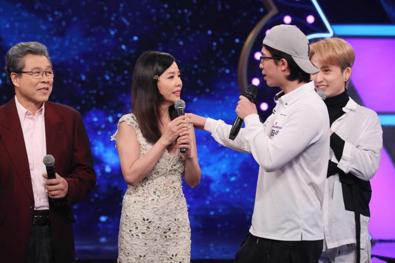 孫安佐(左)在節目上制止狄鶯講話要收斂。