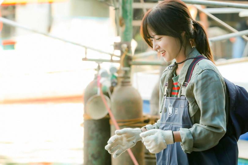 宋昰昀在《馬成的喜悅》中為了討生活,不得不演出「生吞活魚」的情節。(圖/中天娛樂台提供)