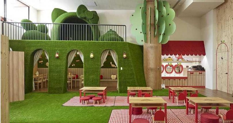 野餐區讓家人一同席地而坐,圍繞如同森林般的環境享受美食。(圖/Hello Kitty蘋果村)