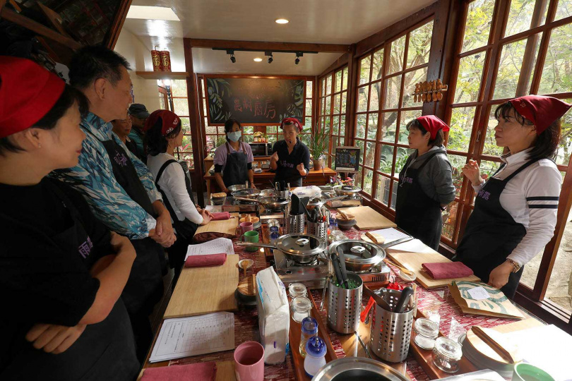 農場舉辦農村廚房活動,讓學員們感受自己動手做在地特色料理的樂趣。(體驗活動1,480元/人)(圖/于魯光攝)
