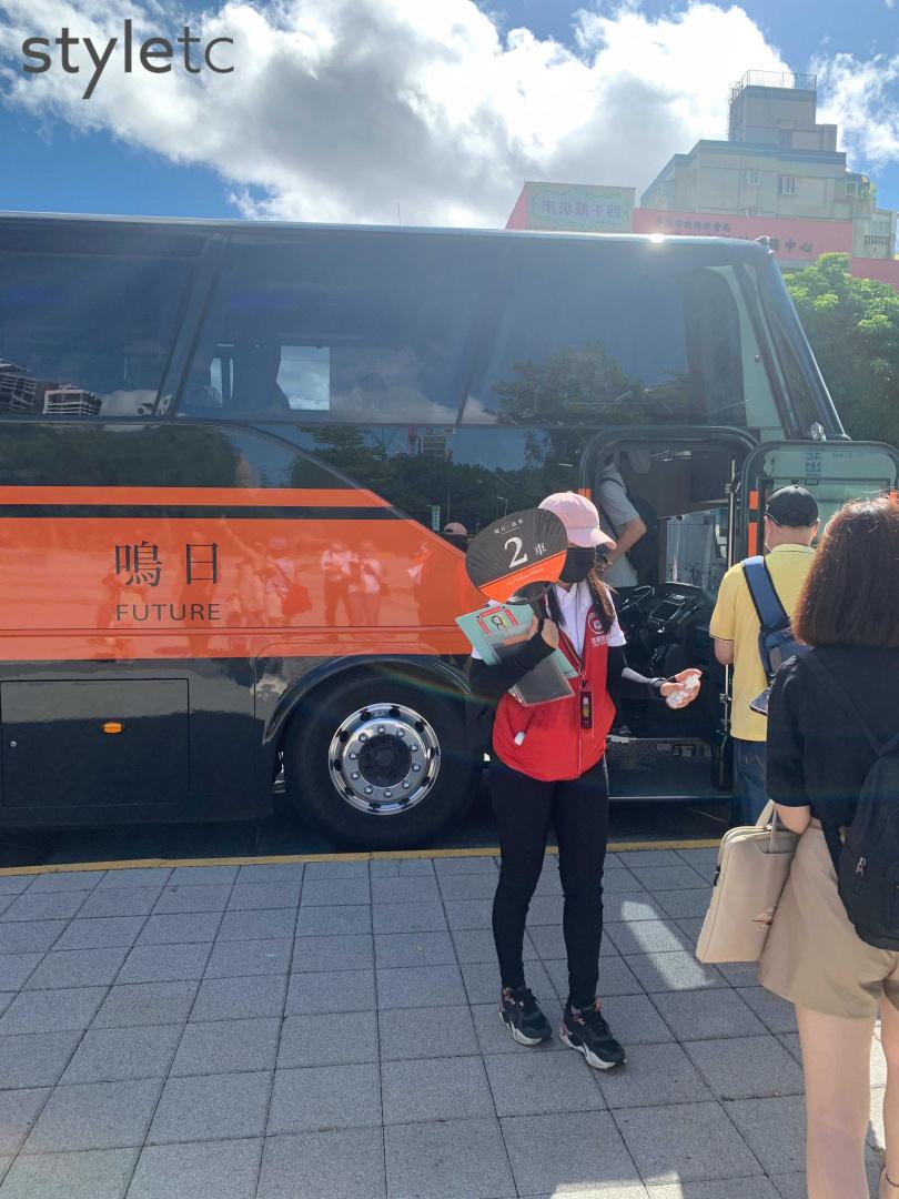 換上塗裝、改裝後的鳴日號巴士,替旅程服務再升一級。(圖/官其蓁攝)