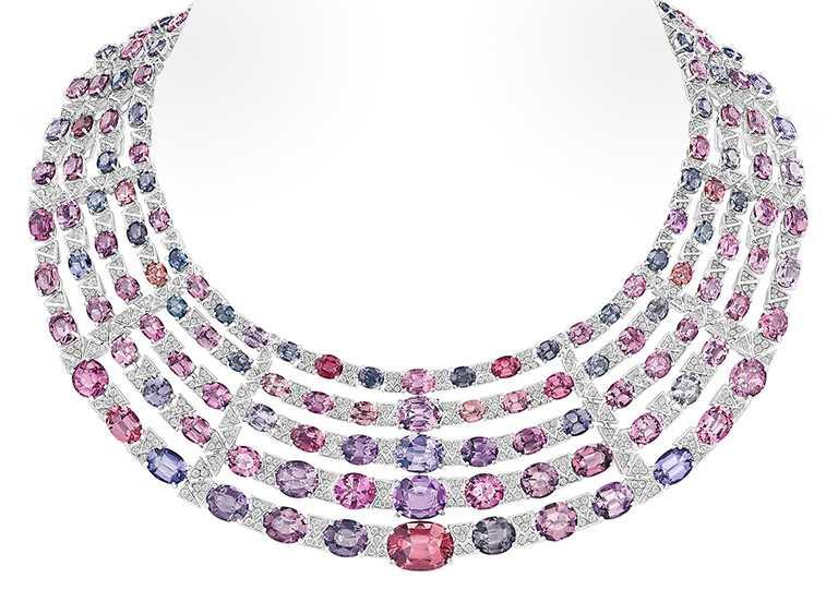 LV「Stellar Times」高級珠寶系列,Interstellaire項鍊╱29,850,000元。(圖╱LOUIS VUITTON提供)