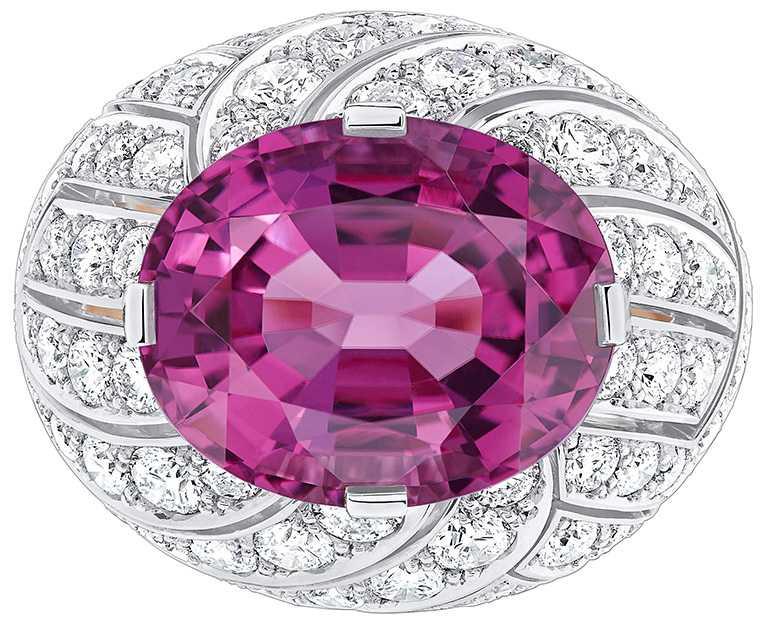 LV 「Stellar Times」高級珠寶系列,Cocktail戒指╱8,250,000元。(圖╱LOUIS VUITTON提供)