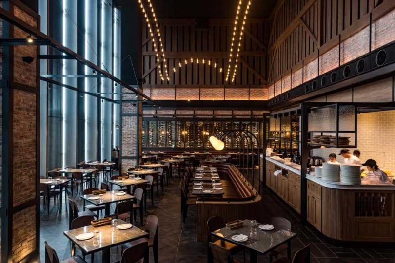 餐廳空間以中古歐陸酒窖的特色打造。(圖/Mad for Garlic提供)