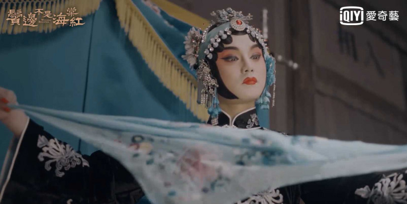 尹正京劇扮詮釋楊貴妃嫵媚咬手絹,讓佘詩曼喊:「比女人還女人。」