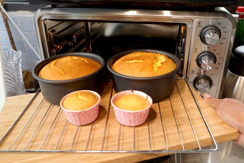 家用的一般小烤箱,用來烘焙蛋糕或吐司都很方便。(攝影/施岳呈)
