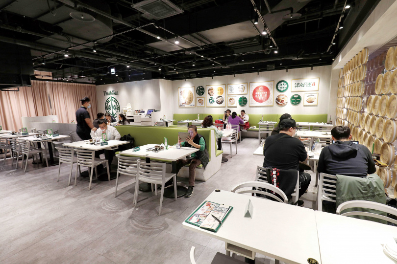 「添好運點心專門店」的台北松山車店是年輕化的全新店型。(圖/于魯光攝)