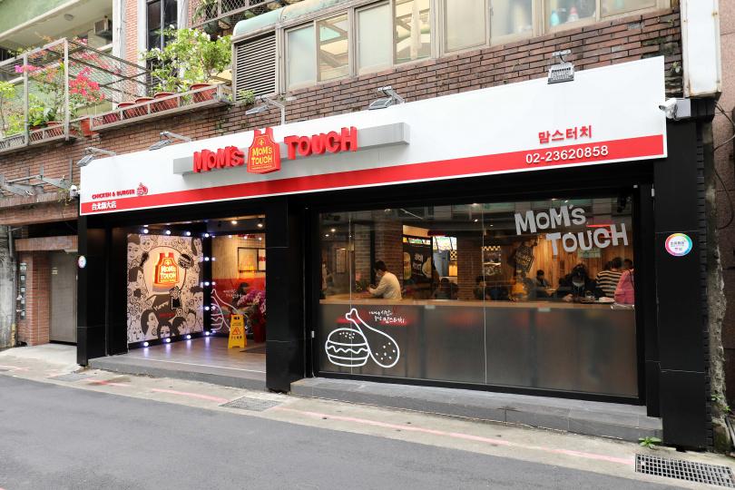 韓國人氣MOM's TOUCH速食店首次北上,插旗師大商圈。