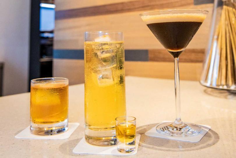 王靈安老師為eslite café打造獨家限定調酒。(圖/誠品行旅提供)