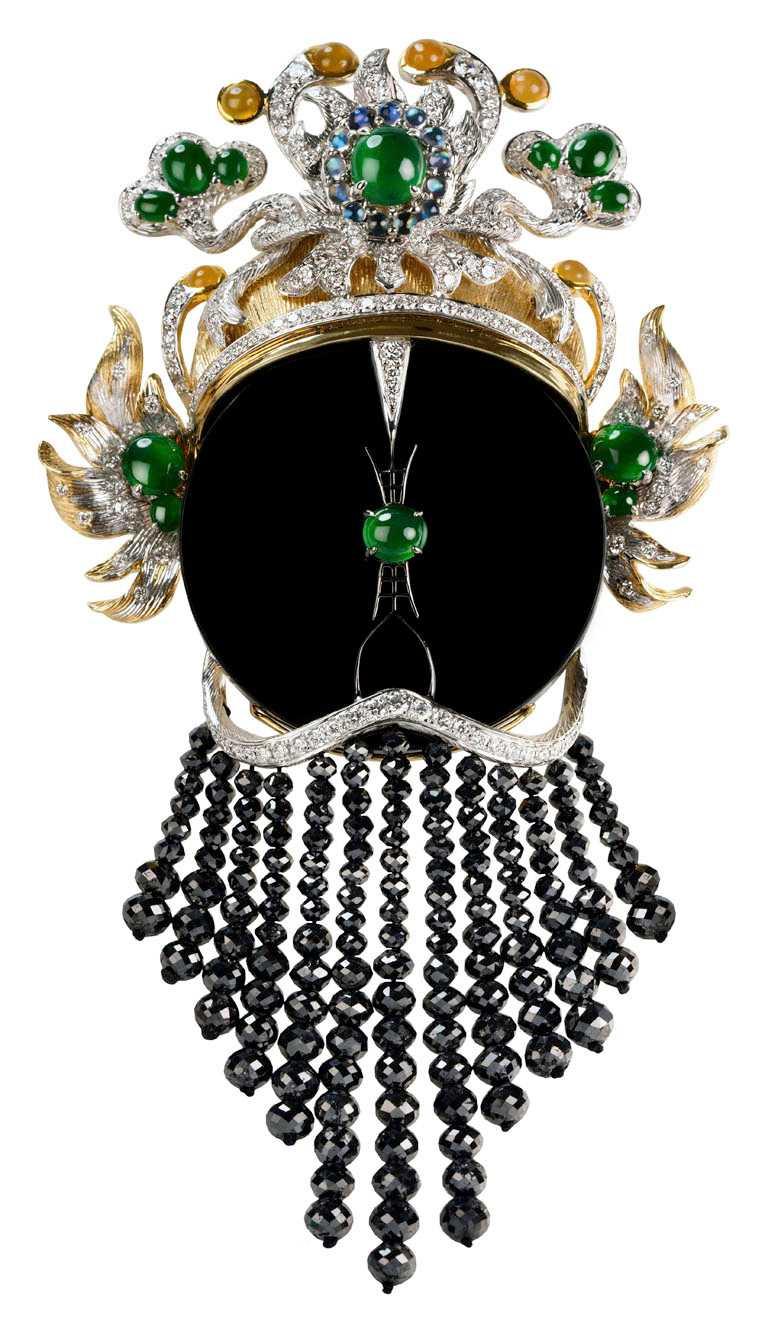 JHENG Jewellery「眾生臉譜系列」墨翠臉譜╱18K黃金與白金,墨翠、黃翡、翡翠、黑鑽與白鑽╱1,254,000元。(圖╱JHENG Jewellery提供)