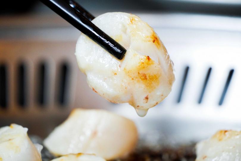 嚴選日本北海道空運來台的生食級干貝。