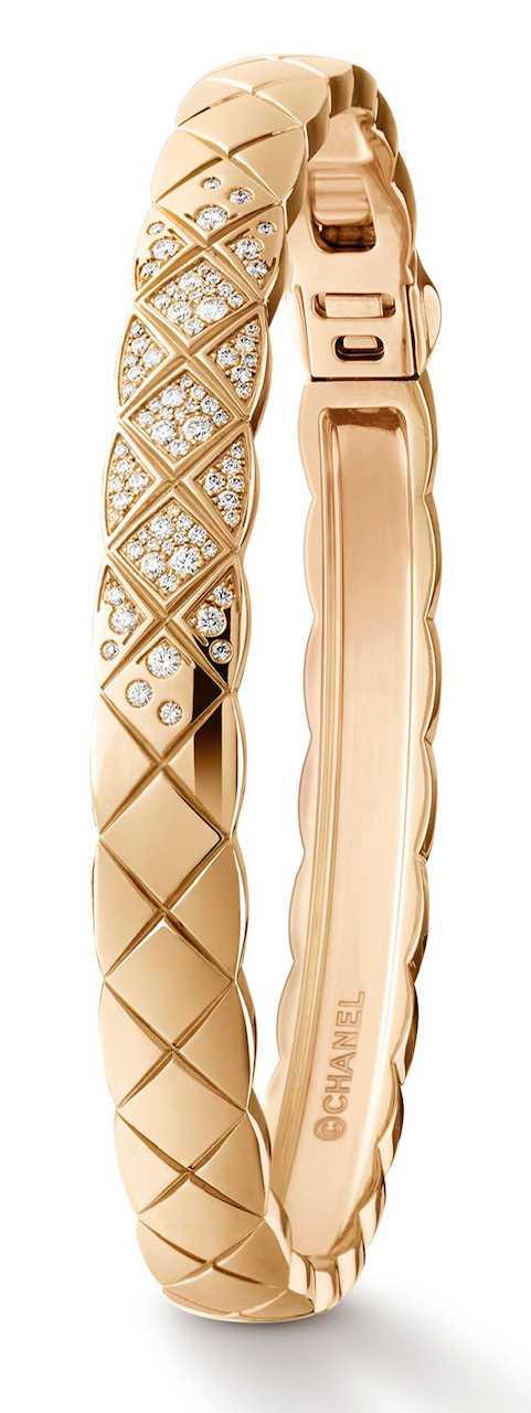 CHANEL「COCO CRUSH」系列,18K Beige米色金手環,鑲嵌81顆明亮式切割鑽石╱344,000元。(圖╱CHANEL提供)