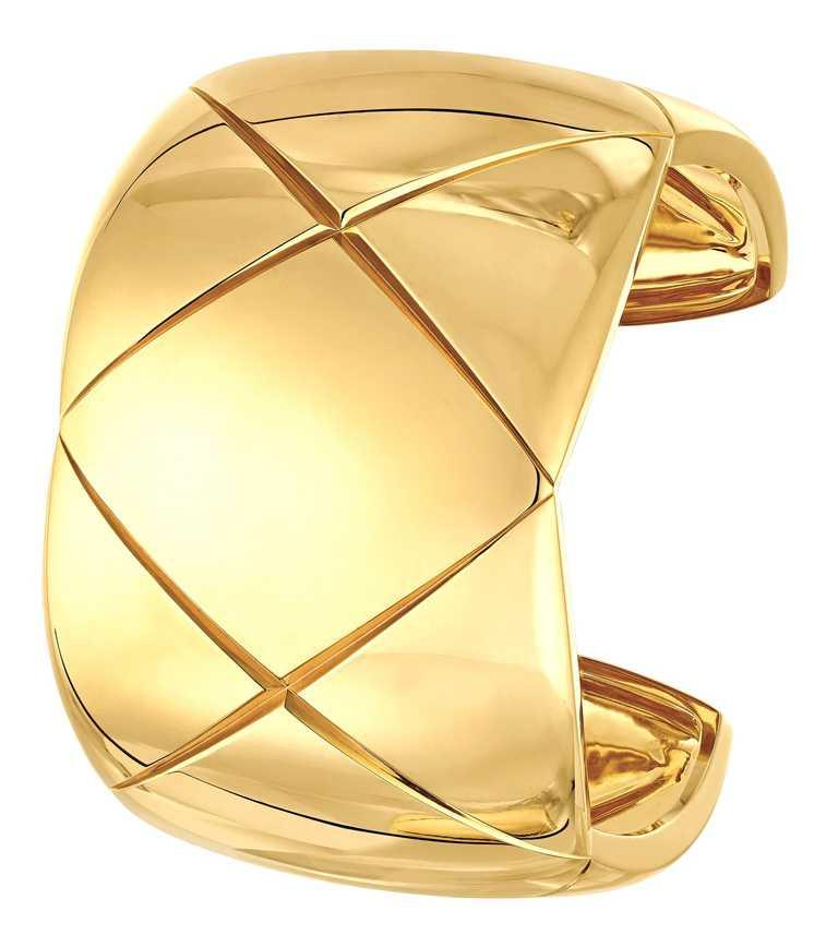 CHANEL「COCO CRUSH」系列,18K黃金手環╱712,000元。(圖╱CHANEL提供)