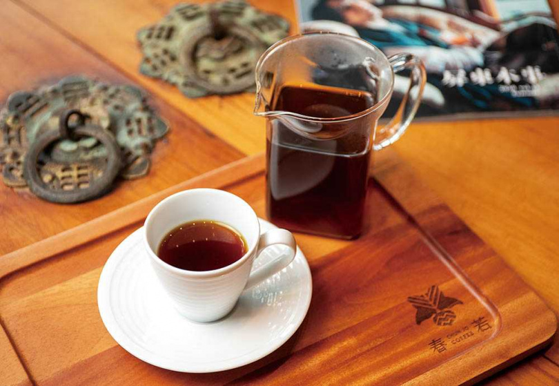 館內引進人氣店家「春若精品咖啡」,可在此品嘗手沖咖啡小憩片刻。(圖/宋岱融攝)