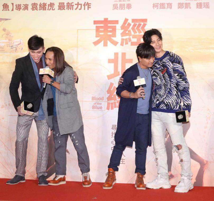 為《東經北緯》獻唱主題曲的動力火車,特別現身首映會替兩位男主角打氣。(圖/CATCHPLAY提供)