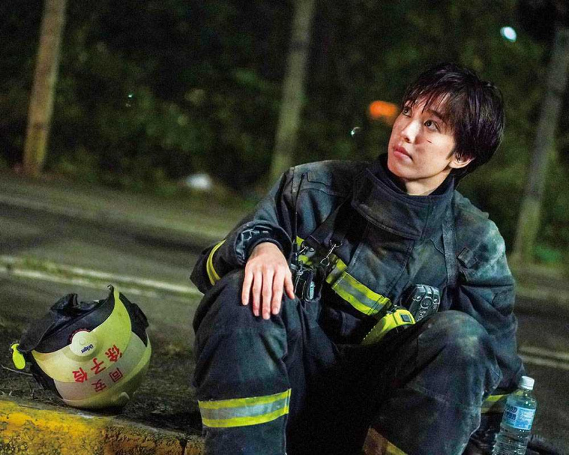 劇中陳庭妮努力證明能力無關乎性別,還刻意增重7公斤,看起來更像個消防員。(圖/公視、myvideo提供)