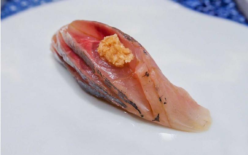 江戶前壽司是以醃、煮等方式處理壽司主料再配上醋米飯而成。(圖/台北西華飯店提供)