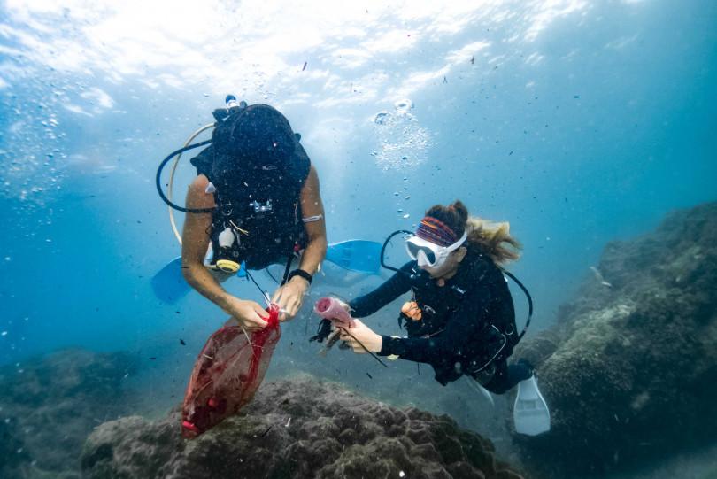 不只是沙灘 ,也有淨海活動 ,邊清除垃圾邊環遊海中美景 。(圖/台灣潛水提供)
