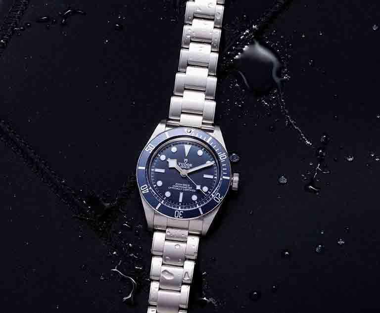 TUDOR「Black Bay Fifty-Eight」海軍藍腕錶,39mm,鉚釘精鋼錶帶╱116,500元。(圖╱TUDOR提供)