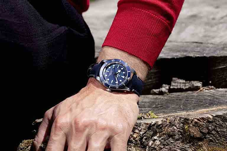 TUDOR「Black Bay Fifty-Eight」海軍藍腕錶,39mm,藍色皮質錶帶╱116,500元。(圖╱TUDOR提供)