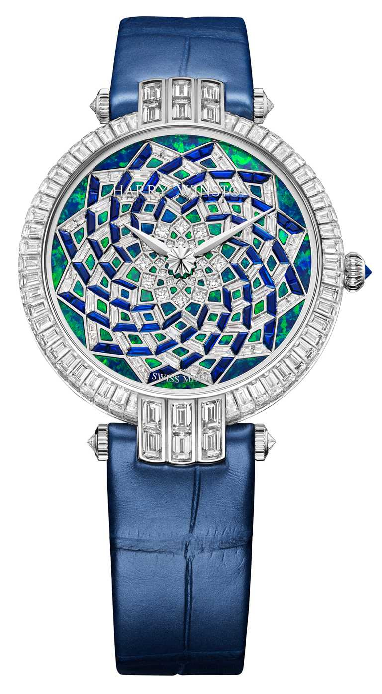 HARRY WINSTON「Premier卓時系列Hypnotic Opal Mosaic自動腕錶」,18K白金錶殼,36.4mm,289顆鑽石,73顆藍寶石,限量8只╱8,580,000元。(圖╱HARRY WINSTON提供)
