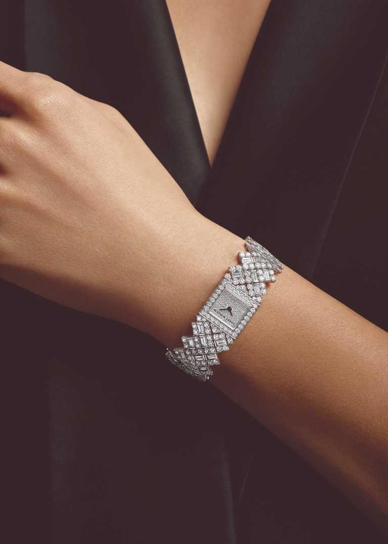 HARRY WINSTON「Tête-à-Tête頂級珠寶腕錶」,鉑金錶殼,17.5mm,494顆鑽石╱10,400,000元。(圖╱HARRY WINSTON提供)