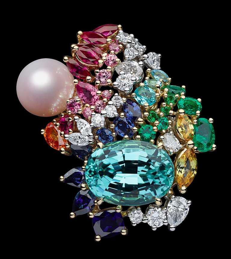 DIOR「Tie & Dior」系列高級珠寶,粉紅珍珠天藍色碧璽戒指╱12,500,000元。(圖╱DIOR提供)