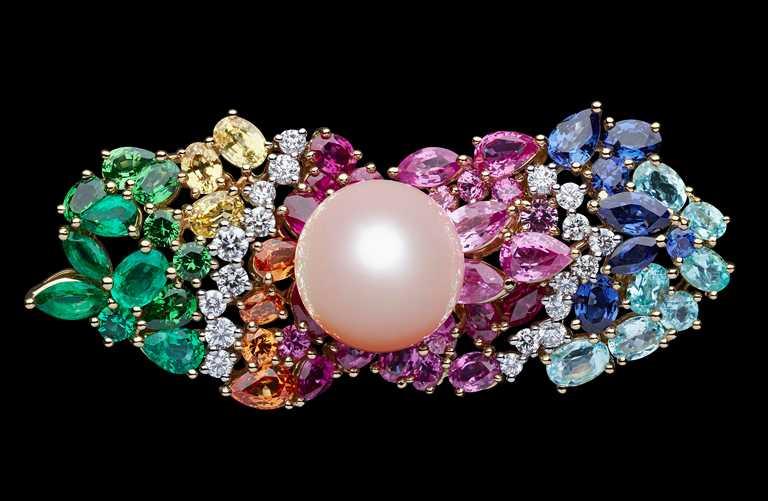 DIOR「Tie & Dior」系列高級珠寶,粉紅珍珠雙指戒╱13,000,000元。(圖╱DIOR提供)