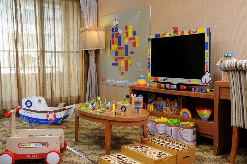 以品牌木製玩具為主題的天悅親子房,深受小朋友喜愛。