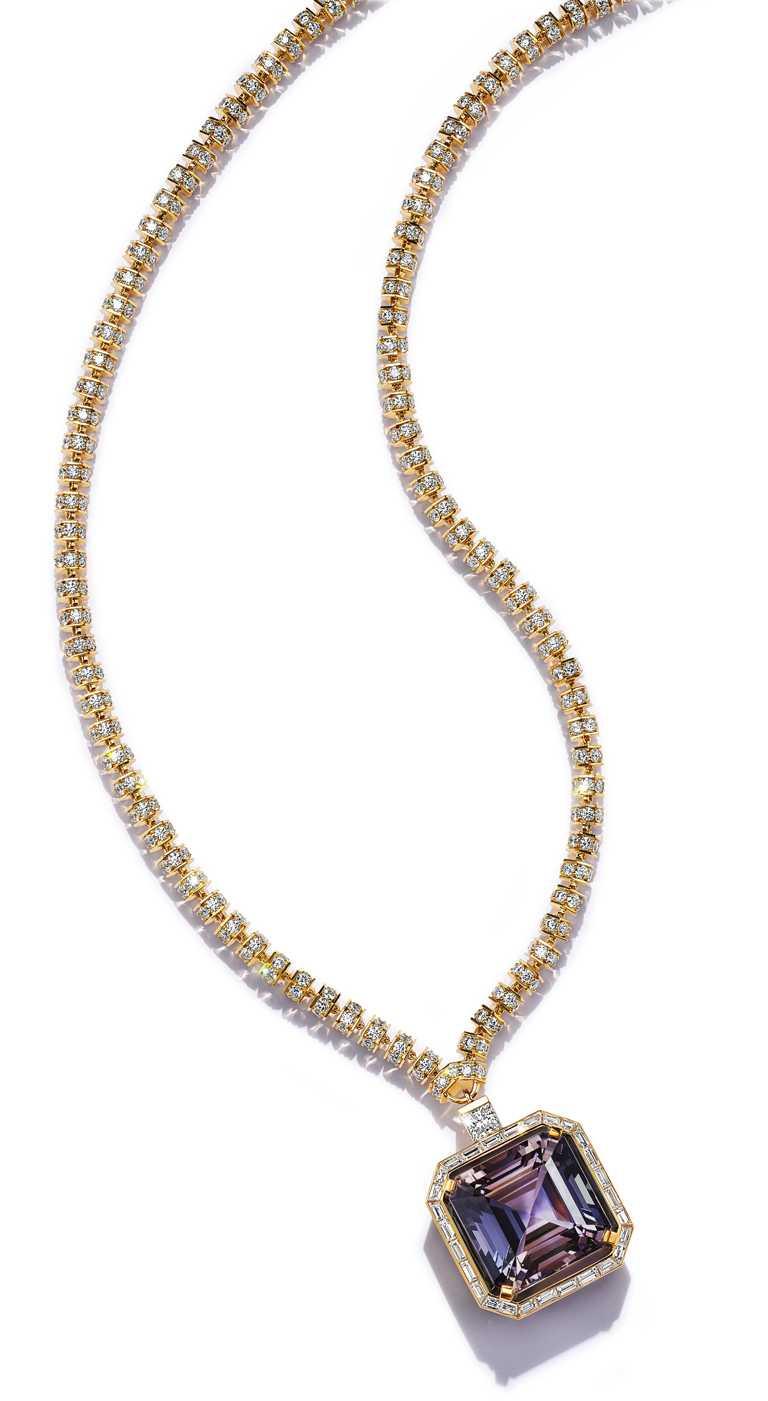 好萊塢女星蓋兒加朵,佩戴TIFFANY & CO.「Blue Book」系列高級珠寶,18K金雙色黝簾石與鑽石項鍊。(圖╱TIFFANY & CO.提供)