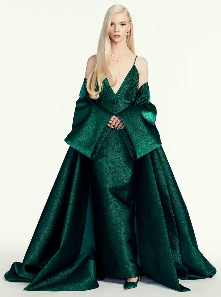 安雅泰勒喬伊穿DIOR高級訂製服,搭配TIFFANY & CO.珠寶的冷豔造型,被外媒評為本屆金球獎最美女星。(圖╱DIOR提供)