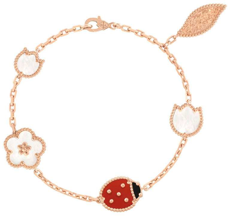 Van Cleef & Arpels「Lucky Spring」系列,5枚綴飾玫瑰金手鍊╱148,000元。(圖╱Van Cleef & Arpels提供)