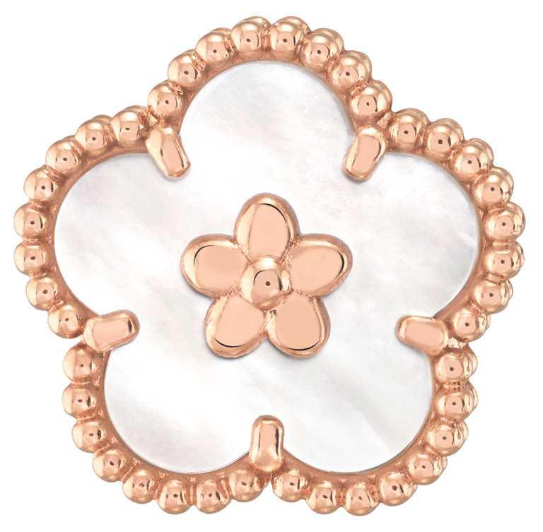 Van Cleef & Arpels「Lucky Spring」系列,梅花造型玫瑰金、白色珍珠母貝耳環╱128,000元。(圖╱Van Cleef & Arpels提供)