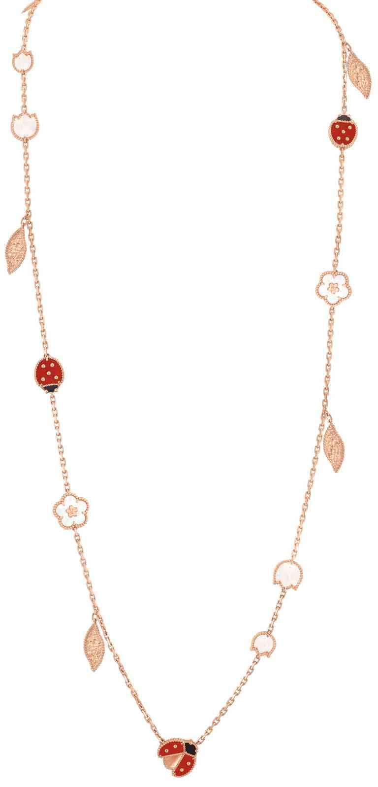 Van Cleef & Arpels「Lucky Spring」系列,15枚綴飾玫瑰金長項鍊╱505,000元。(圖╱Van Cleef & Arpels提供)