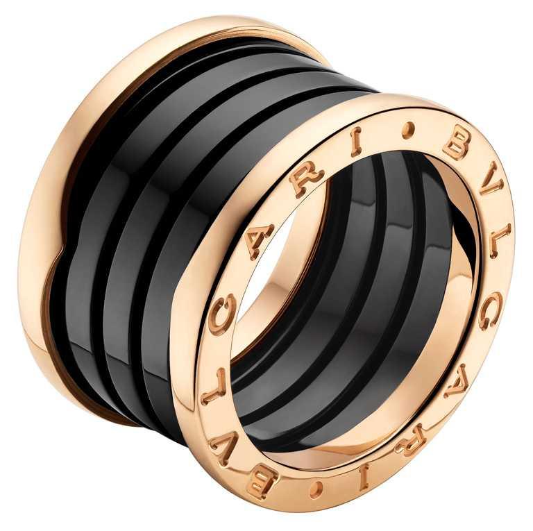 BVLGARI「B.zero1」系列,玫瑰金黑陶瓷四環戒指╱51,700元。(圖╱BVLGARI提供)