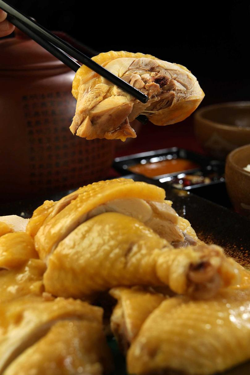 堅持選用放山雞,肉質細緻且皮薄嫩口。(400元/中)(圖/于魯光攝)