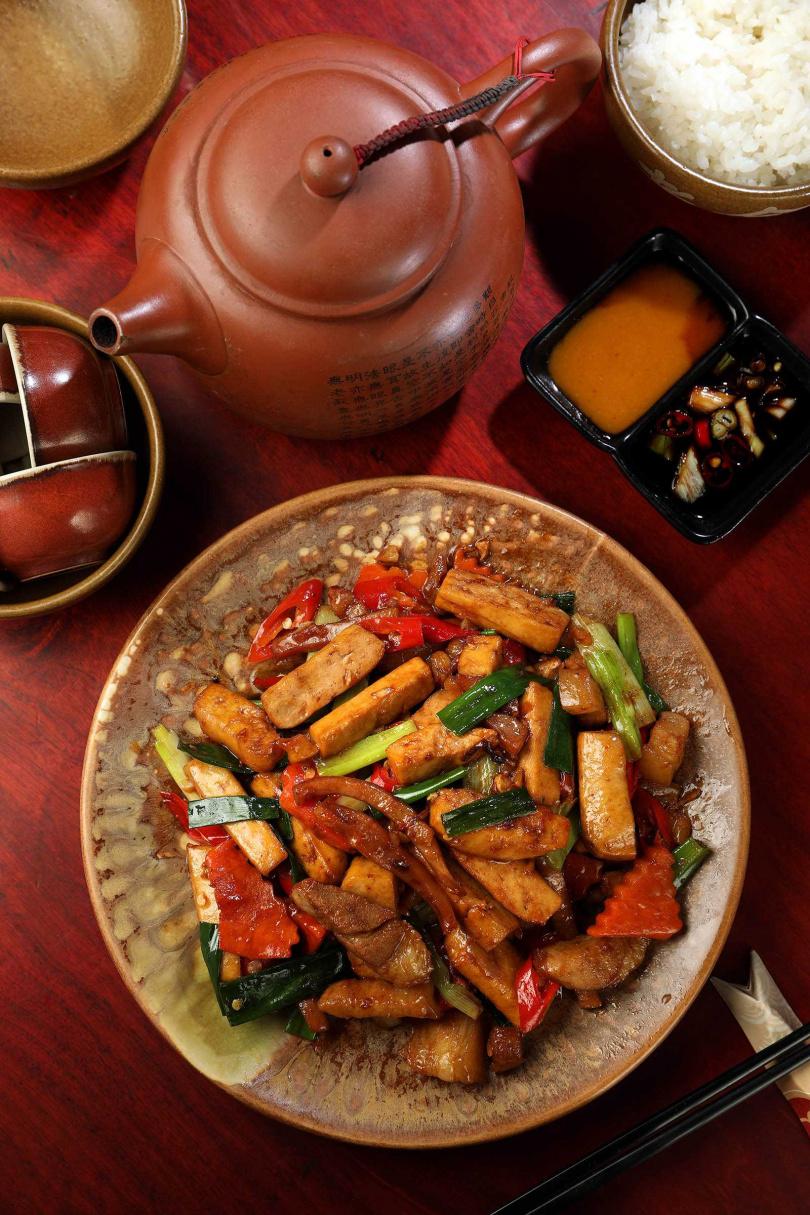 客家小炒用料實在,且鹹香有味。(180元)(圖/于魯光攝)