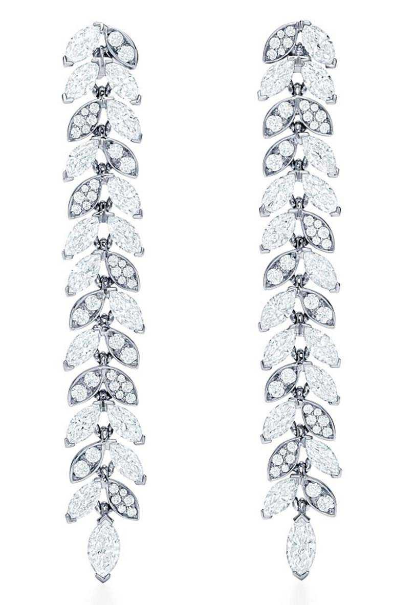 TIFFANY & CO.「Tiffany Victoria」系列,鉑金鑲鑽藤蔓垂墜式耳環╱1,160,000元。(圖╱TIFFANY & CO.提供)