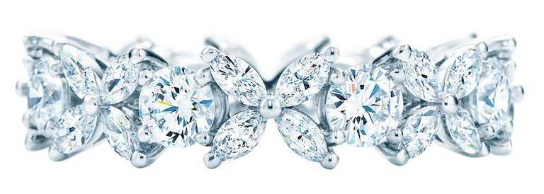 TIFFANY & CO.「Tiffany Victoria」系列,鉑金鑲鑽戒指╱580,000元。(圖╱TIFFANY & CO.提供)